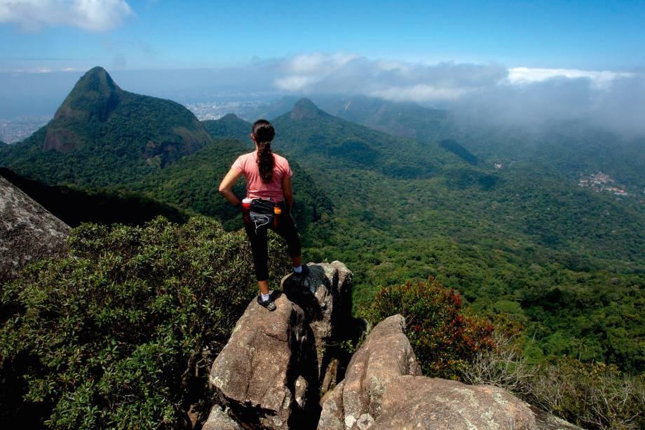 """<strong><a href=""""http://viajeaqui.abril.com.br/estabelecimentos/br-rj-rio-de-janeiro-atracao-parque-nacional-da-tijuca"""" target=""""_blank"""" rel=""""noopener"""">Parque Nacional da Tijuca (RJ)</a></strong>No meio de um agitado Rio de Janeiro, o Parque Nacional da Tijuca pode ser comparado a um oásis de tranquilidade. Há quatro núcleos: Floresta da Tijuca, Serra da Carioca, Pedra da Gávea e Pretos Forros/Covanca. Na Serra da Carioca estão algumas das principais atrações turísticas da cidade como o Mirante Dona Marta, Vista Chinesa e Cristo Redentor. Quem prefere uma interação mais forte com a natureza deve ir à Floresta, que tem mais de 100 trilhas – para fazer a maioria delas, é recomendável ter um guia"""