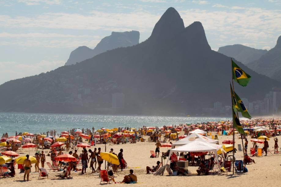 A praia de Ipanema é reduto de jovens de corpos sarados e é um dos lugares onde a paquera rola solta no Rio de Janeiro