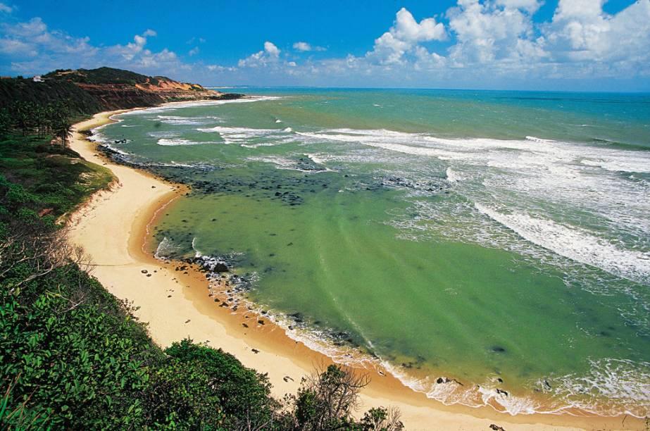 """<strong>1. <a href=""""http://viajeaqui.abril.com.br/estabelecimentos/br-rn-praia-da-pipa-atracao-praia-do-amor-dos-afogados-001"""" target=""""_self"""">Praia do Amor (dos Afogados)</a>, <a href=""""http://viajeaqui.abril.com.br/cidades/br-rn-praia-da-pipa"""" target=""""_self"""">Pipa</a> </strong> Não é só pela paisagem paradisíaca (uma das mais incríveis do litoral potiguar) que a praia atende pelo nome de """"Amor"""": do alto de seu chapadão, ela tem um formato de coração. O mar esverdeado e as belas falésias a tornam a praia favorita entre moradores e turistas da cidade <em><a href=""""http://www.booking.com/city/br/pipa.pt-br.html?aid=332455&label=viagemabril-praias-do-rio-grande-do-norte"""" target=""""_blank"""" rel=""""noopener"""">Veja preços de hotéis na Praia da Pipa no Booking.com</a></em>"""