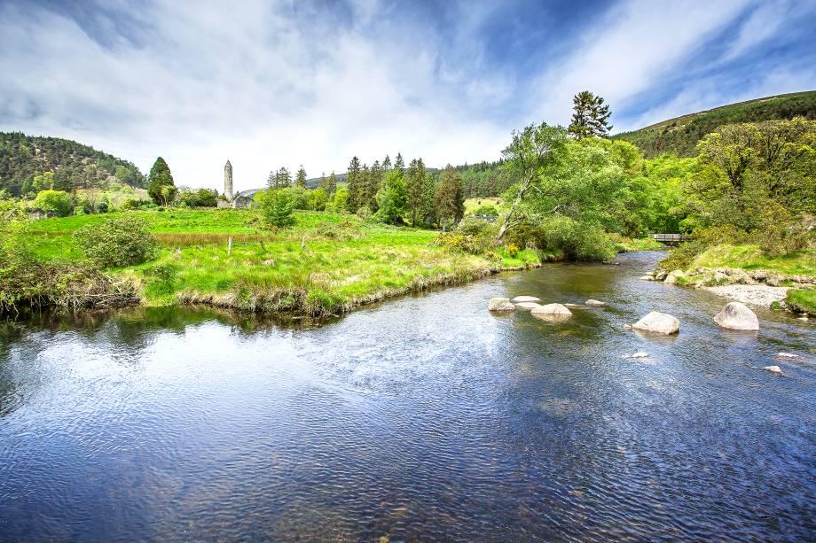 O Vale de Glendalough, em County Wicklow, abriga um mosteiro do século 6. Hoje, ele oferece diversos workshops e serve de hospedagem para os visitantes da região