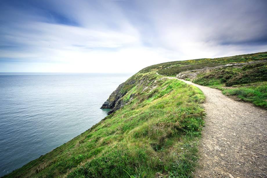 """País de muitas histórias, a <a href=""""http://viajeaqui.abril.com.br/paises/irlanda"""" rel=""""Irlanda"""">Irlanda</a> é repleta de belos cenários, com lagos e montanhas que lhe conferem um ar bucólico"""