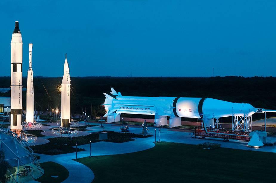 O Rocket Garden exibe réplicas de foguetes que levaram o homem ao espaço