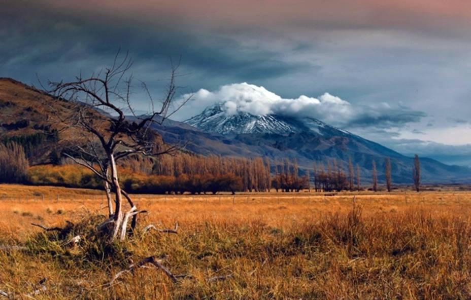Vulcão Lanin, localizado entre a Argentina e o Chile