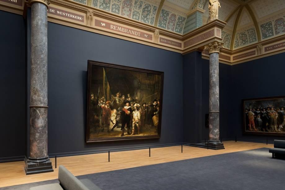 """Ronda Noturna, de Rembrandt van Rijn, o grande destaque do acervo do <a href=""""http://viajeaqui.abril.com.br/estabelecimentos/holanda-amsterda-atracao-rijksmuseum"""" rel=""""Rijksmuseum"""" target=""""_blank"""">Rijksmuseum</a>"""