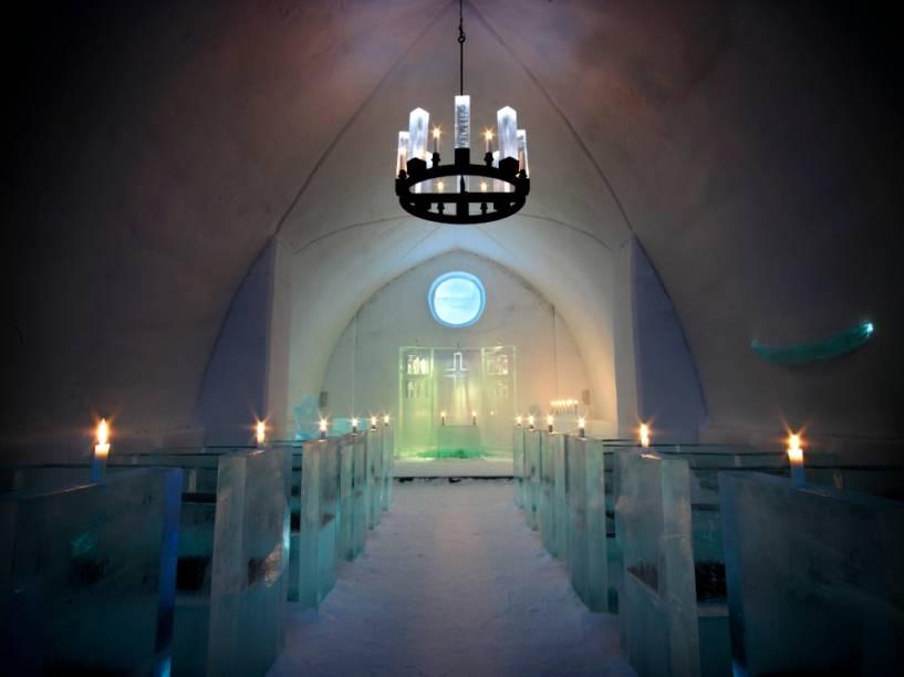 O Ice Hotel atrai muitas pessoas não só para hospedagem, mas também para promover festas e até mesmo casamentos na singela capela