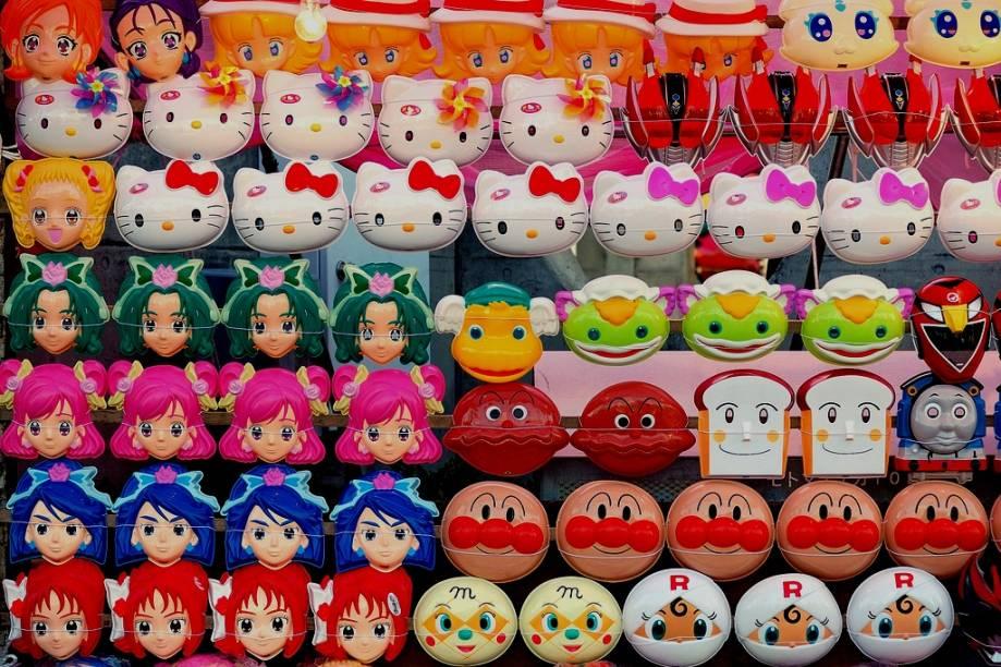 """<strong>Festivais de verão </strong>Templos budistas e santuários xintoístas organizam animados festivais de verão para sua comunidade em todo o <a href=""""http://viajeaqui.abril.com.br/paises/japao"""" rel=""""Japão"""" target=""""_blank""""><strong>Japão</strong></a>. As imagens mais permanentes da estação acontecem aqui: barraquinhas vendendo gelo raspado, crianças recolhendo peixinhos dourados, meninas vestidas com <em>yukatas</em> e estandes com máscaras dos personagens favoritos da TV."""