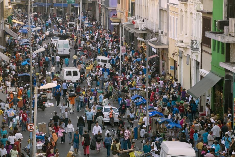 Rua 25 de Março, São Paulo: gente de todo o país faz compras nas quadras da rua