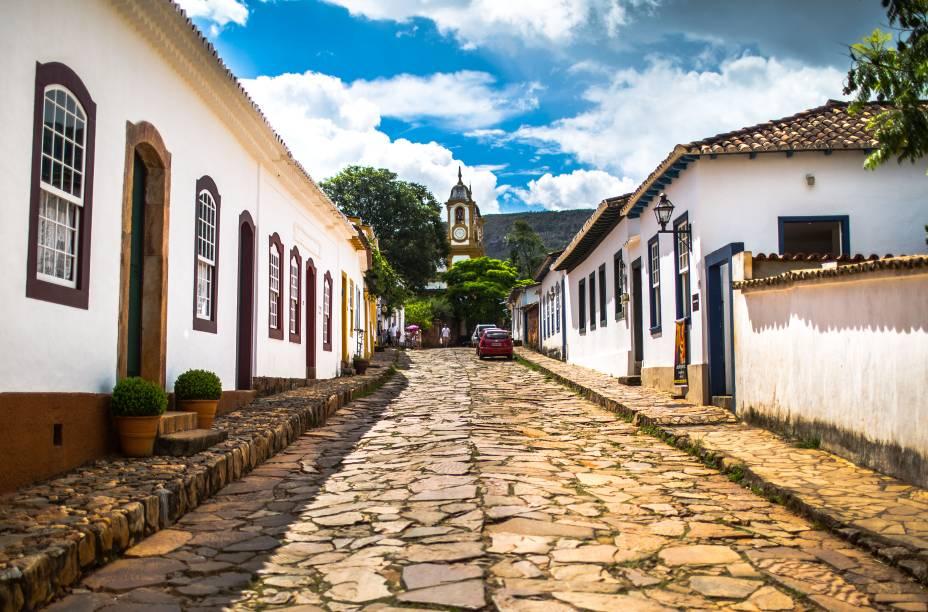 Com seu calçamento de pedras, a <strong>Rua Direita</strong> é uma boa atração para passear a pé emTiradentes: nela, há várias lojas, que vendem de móveis grandes a pequenos itens de artesanato