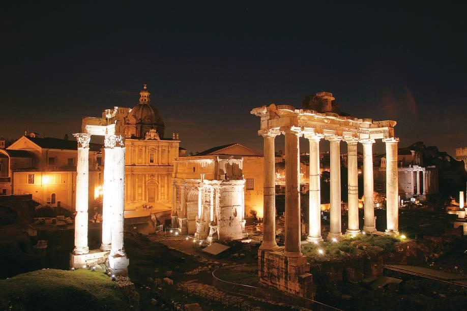 Ruínas do Fórum Romano, na Itália, ganham luzes especiais à noite