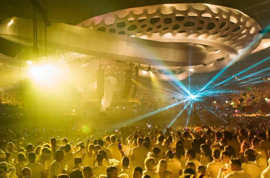 <strong>Sensation Amsterdã</strong>    Desde 2000, início do festival, a Arena Amsterdã hospeda o Sensation.
