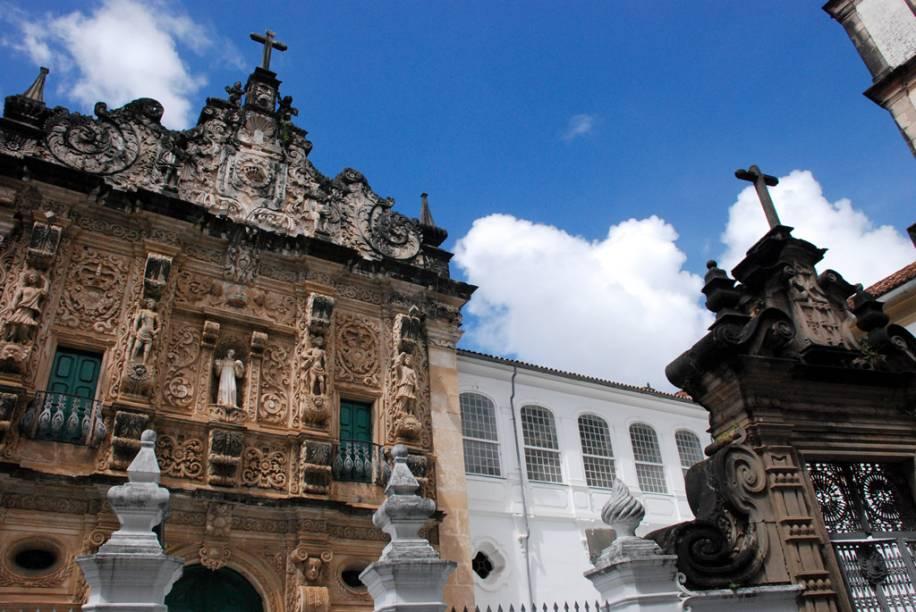 Fachada da Igreja e Convento de São Francisco, construída com recursos do rei de Portugal e esmola de fiéis