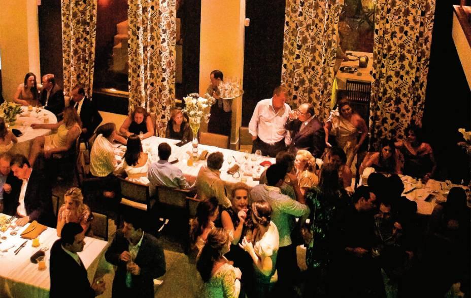 O salão imponente do restaurante de cozinha contemporânea L'O