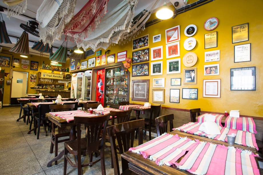 """<a href=""""http://viajeaqui.abril.com.br/estabelecimentos/br-rj-rio-de-janeiro-restaurante-aconchego-carioca"""" rel=""""Aconchego Carioca, Rio de Janeiro: """" target=""""_blank""""><strong>Aconchego Carioca, Rio de Janeiro: </strong></a>            O ambiente descontraído harmoniza com a cerveja gelada e os pratos temperados. Entre os mais pedidos estão Cordeiro Atolado e Bobó de Camarão."""