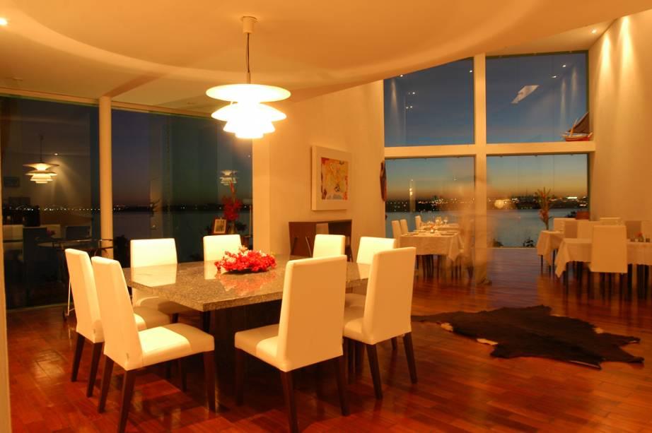 Interior do Aquavit, o melhor restaurante de Brasília. Refeição com direito à vista do Palácio da Alvorada