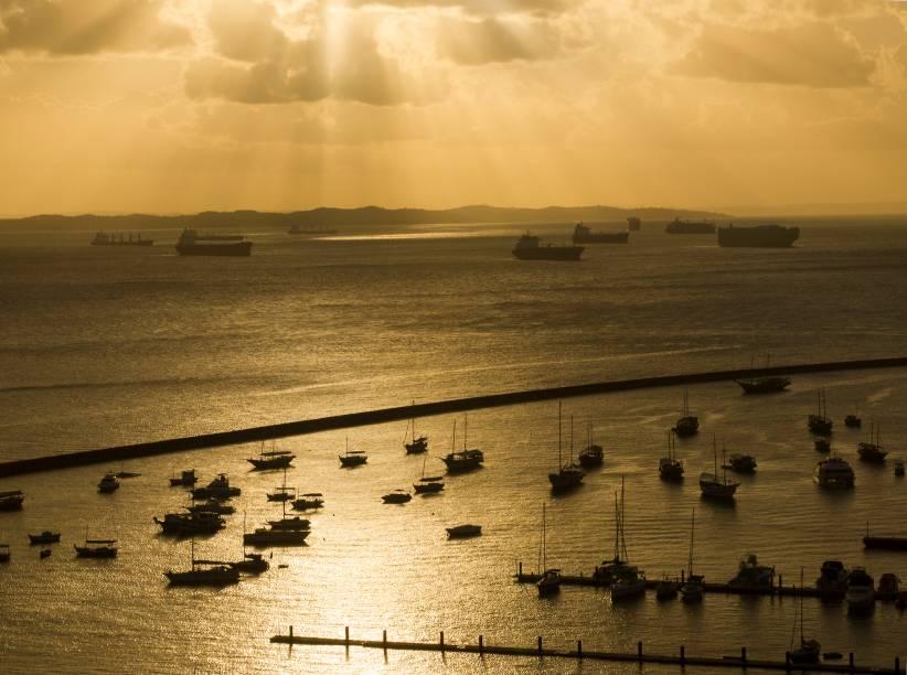"""Praias,construções históricas,museus, gastronomia e hospitalidade caracterizam a cidade de <strong><a href=""""http://viajeaqui.abril.com.br/cidades/br-ba-salvador"""" rel=""""Salvador"""" target=""""_self"""">Salvador</a></strong>, a capital da <a href=""""http://viajeaqui.abril.com.br/estados/br-bahia"""" rel=""""Bahia"""" target=""""_self"""">Bahia</a>"""