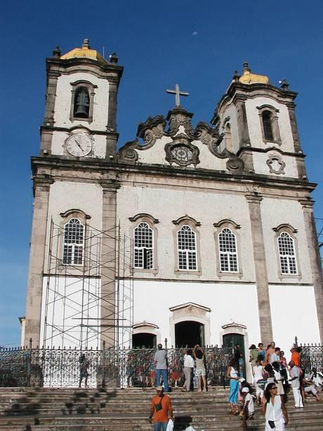 A tradição de lavar as escadarias da Igreja Nosso Senhor do Bonfim é mantida até hoje pelas baianas do candomblé