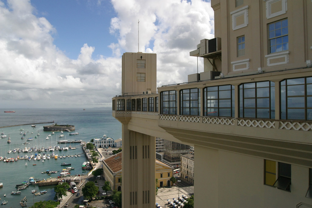 Vista do Elevador Lacerda, Forte de São Marcelo e Baía de Todos os Santos