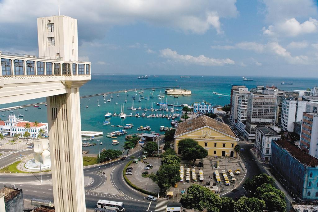 Elevador Lacerda, a visão clássica da Baía de Todos os Santos, Salvador, Bahia
