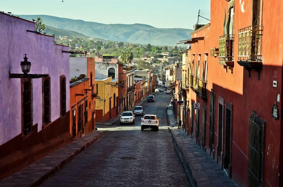 """<a href=""""http://pisa.tur.br"""" rel=""""PISA TREKKING"""" target=""""_blank""""><strong>PISA TREKKING</strong></a><strong>O QUE ELA FAZ POR VOCÊ:</strong>Focada em viagens de aventura.<strong>PACOTE:</strong>Básico, o tour de sete noites passa pelas cidades de San Miguel de Allende, Guadalajara e Morelia, além da <a href=""""http://viajeaqui.abril.com.br/cidades/mexico-cidade-do-mexico"""" rel=""""capital"""" target=""""_blank"""">capital</a> do país. A hospedagem é três-estrelas e o pacote inclui também passeios a Guanajuato, Querétaro, Patzcuaro e Tequila. Custa US$ 860 (sem aéreo)."""