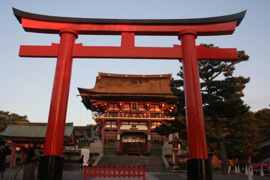 Acesso principal do santuário Fushimi Inari, ao sul de Kyoto