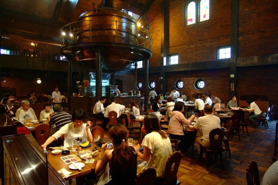 Sapporo é a capital japonesa da cerveja. A cidade sedia várias marcas de prestígio no país e ainda sedia o Festival da Cerveja, no alto verão. A cervejaria Sapporo possui um bem montado museu e um restaurante disputado