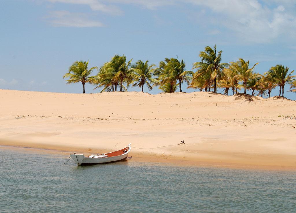 Foz do Rio São Francisco entre os estados de Sergipe e Alagoas