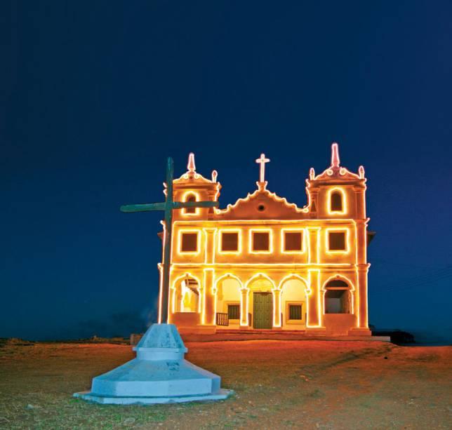 """<strong><a href=""""http://viajeaqui.abril.com.br/cidades/br-se-laranjeiras"""" target=""""_self"""">Laranjeiras</a>, <a href=""""http://viajeaqui.abril.com.br/estados/br-sergipe"""" target=""""_self"""">Sergipe</a></strong> O conjunto arquitetônico da cidade inclui muitas construções barrocas, sobretudo em igrejas como a de <strong>Nossa Senhora da Conceição da Comandaroba</strong>. Durante o período colonial, a região foi considerada um dos mais importantes centros de comercialização de escravos do país - uma história triste contada no Museu Afro-Brasileiro. Uma das grandes atrações do turismo local são as festas folclóricas, que ocupam suas ruas e divertem os visitantes <em><a href=""""http://www.booking.com/city/br/aracaju.pt-br.html?aid=332455&label=viagemabril-cidades-historicas-do-brasil"""" target=""""_blank"""">Veja preços de hotéis próximos à Laranjeiras no Booking.com</a></em>"""