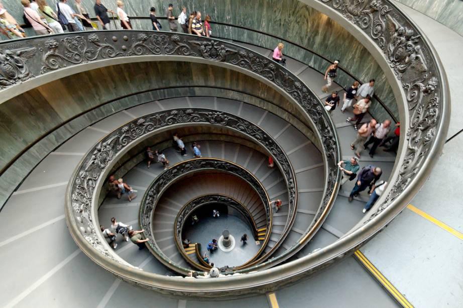 """<strong>Museus do Vaticano</strong>            <strong>Onde:</strong> <a href=""""http://viajeaqui.abril.com.br/cidades/italia-roma"""" rel=""""Roma"""" target=""""_blank"""">Roma</a>, Itália            <strong>Por que ir?</strong> É a maior concentração de obras do Renascimento Italiano, não só em artes plásticas, mas também em arquitetura, engenharia e artes decorativas, com passagens obrigatórias pela Capela Sistina e a Galeria de Mapas            <strong>Destaque: </strong><em>A Criação de Adão</em>, de Michelangelo, e <em>A Escola de Atenas</em>, de Rafael            <strong>Mais:</strong> <a href=""""http://viajeaqui.abril.com.br/estabelecimentos/italia-roma-atracao-museus-do-vaticano"""" rel=""""Museus do Vaticano """" target=""""_blank"""">Museus do Vaticano </a>(viajeaqui)"""