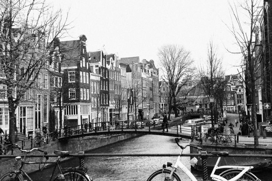 """O charme dos canais de <a href=""""http://viajeaqui.abril.com.br/cidades/holanda-amsterda"""" rel=""""Amsterdã"""" target=""""_self"""">Amsterdã</a>, <a href=""""http://viajeaqui.abril.com.br/paises/holanda"""" rel=""""Holanda"""" target=""""_self"""">Holanda</a>"""