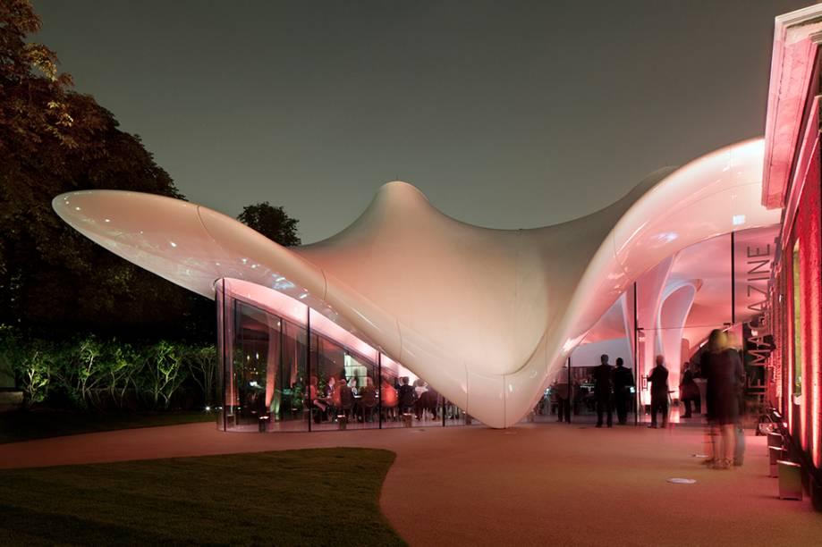 """A <a href=""""http://www.serpentinegalleries.org/visit"""" rel=""""Serpentine Sacler Gallery """">Serpentine Sacler Gallery </a>abriga exposições em Londres em um dos lugares mais icônicos da cidade, os Kensington Gardens"""
