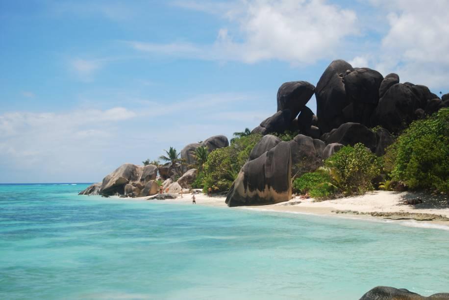 O arquipélago de Seychelles, ao largo da costa africana, é formado por 115 ilhas e ilhotas, quase todas com praias de areia branca e cercadas por um lindo mar azul