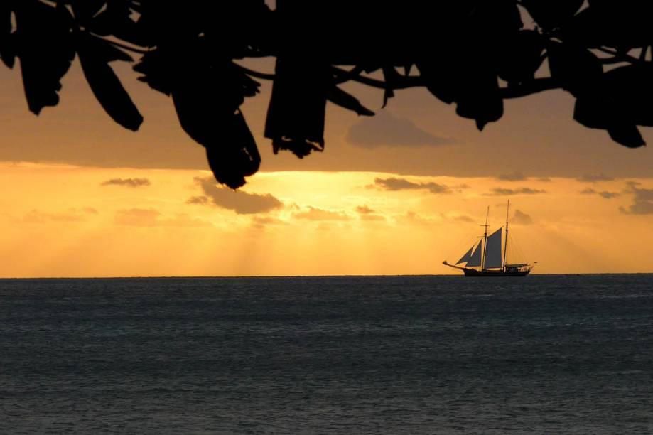 Veleiro ao largo de Seychelles