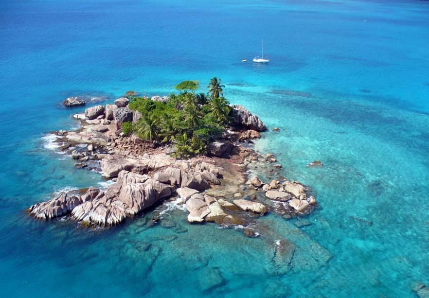 Ilhota em Seychelles, no Oceano Índico
