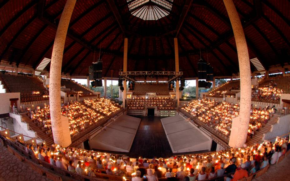 Arena de shows em Xcaret, com encenações sobre o passado maia e a colonização espanhola
