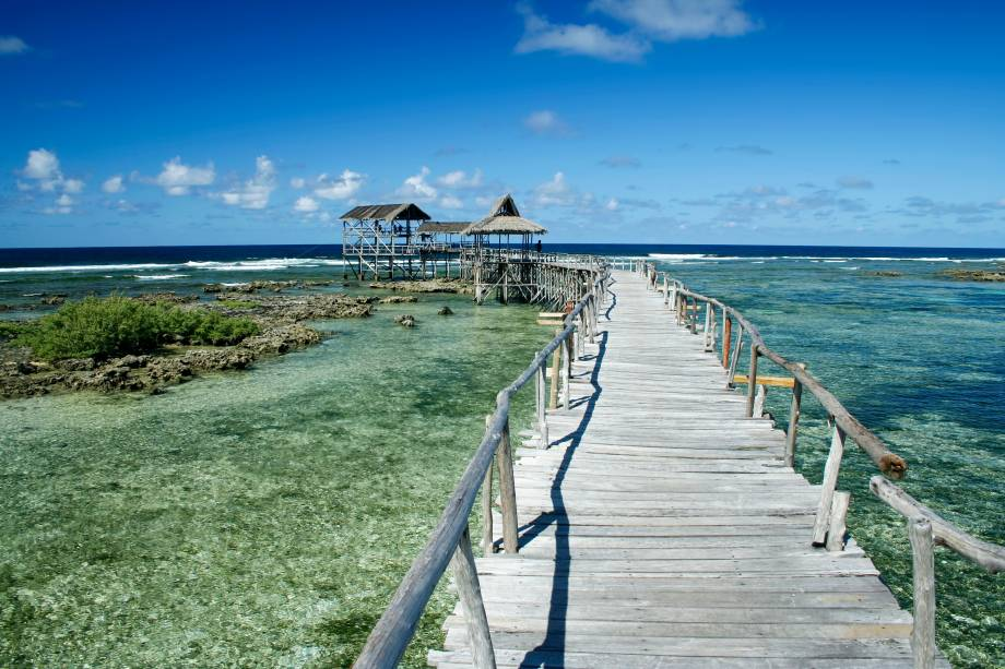 """<strong>Siargao Beach, Filipinas</strong>    A ilha é repleta de cenários incríveis, que atraem turistas do mundo inteiro. O mar verde e de ondas grandes frequentemente atraem surfistas. O mar, aliás, é perfeito para mergulho    <em><a href=""""http://www.booking.com/region/ph/siargao-island.pt-br.html?aid=332455&label=viagemabril-praias-da-malasia-tailandia-indonesia-e-filipinas"""" rel=""""Veja preços de hotéis em Siargao no Booking.com"""" target=""""_blank"""">Veja preços de hotéis em Siargao no Booking.com</a></em>"""
