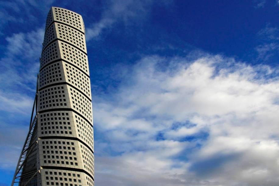"""<strong>Turning Torso, Malmo, Suécia</strong>            O Turning Torso é o mais alto edifício da <a href=""""http://viajeaqui.abril.com.br/paises/suecia"""" rel=""""Suécia """">Suécia </a>com 190,4 metros de altura. Projetado por Santiago Calatrava, é um dos novos ícones arquitetônicos de Malmo"""