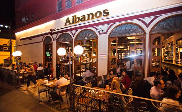 """<a href=""""http://viajeaqui.abril.com.br/estabelecimentos/br-mg-belo-horizonte-restaurante-albano-s-choperia"""" rel=""""Albanos Choperia - Belo Horizonte:"""" target=""""_blank""""><strong>Albanos Choperia - Belo Horizonte:</strong></a>                    A maneira de tirar o chope faz toda a diferença. No Albano's o chope é tirado de acordo com o método criado pelo fundador, Seu Albano."""