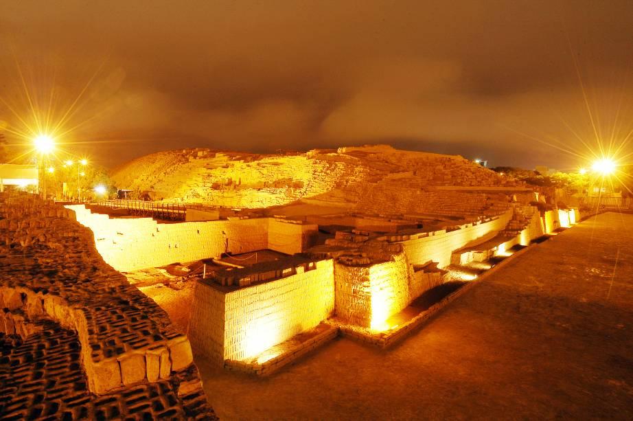 """Localizada no distrito de <a href=""""http://viajeaqui.abril.com.br/estabelecimentos/peru-lima-atracao-miraflores"""" target=""""_blank"""">Miraflores</a>, esse sítio arqueológico é considerado um dos registros mais importantes da cultura dos povos pré-hispânicos que habitaram o país e funcionava como um centro cerimonial. Erguido entre os séculos 200 e 700 d.C., ele inclui uma construção piramidal de 25 metros de altura e abriga shows e um museu com peças encontradas em escavações pelo local"""