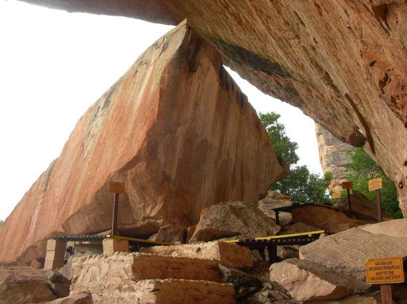 O segundo sítio mais importante do parque, o Baixão do Sítio do Meio tem figuras rupestres datadas de mais de 12 mil anos