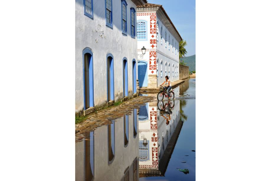 """Espelho dágua em <a href=""""http://viajeaqui.abril.com.br/cidades/br-rj-paraty"""" rel=""""Paraty"""" target=""""_self"""">Paraty</a>, <a href=""""http://viajeaqui.abril.com.br/estados/br-rio-de-janeiro"""" rel=""""Rio de Janeiro"""" target=""""_self"""">Rio de Janeiro</a>"""