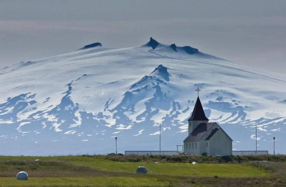 Península Ssnaefellsnes e a igreja Stadarstadur