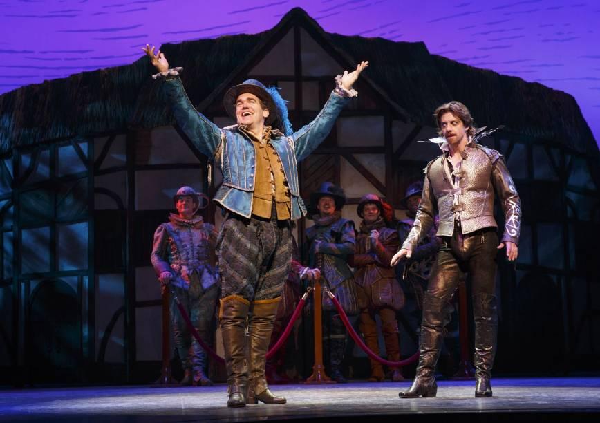 """<strong>11.<a href=""""http://rottenbroadway.com/"""" rel=""""Something Rotten"""" target=""""_blank"""">Something Rotten</a></strong>Comédia genial que segue a trajetória de dois irmãos que lutam para fazer uma peça de sucesso que consiga desbancar a grande popularidade de um tal William Shakespeare. O texto é recheado de piadas afiadas e traz um olhar divertido sobre o eterno boato de que o bardo inglês não seria o verdadeiro autor de suas obras. Inglês avançado ajuda."""