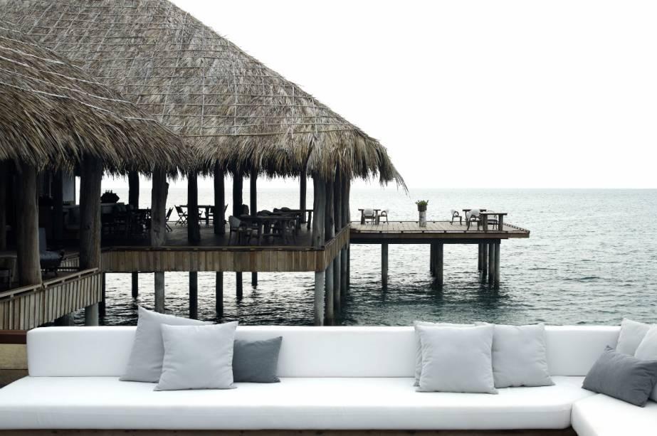 """<strong><a href=""""http://www.booking.com/hotel/kh/song-saa-private-island.pt-br.html?aid=332455&label=viagemabril-hoteisflutuantes"""" rel=""""Song Saa Private Island"""" target=""""_blank"""">Song Saa Private Island</a> – Arquipélago Koh Rong (Camboja)</strong>Localizado em uma ilha privada no Golfo da Tailândia, o Song Saa Private Island é o primeiro resort de luxo do arquipélago Koh Rong, no Camboja."""