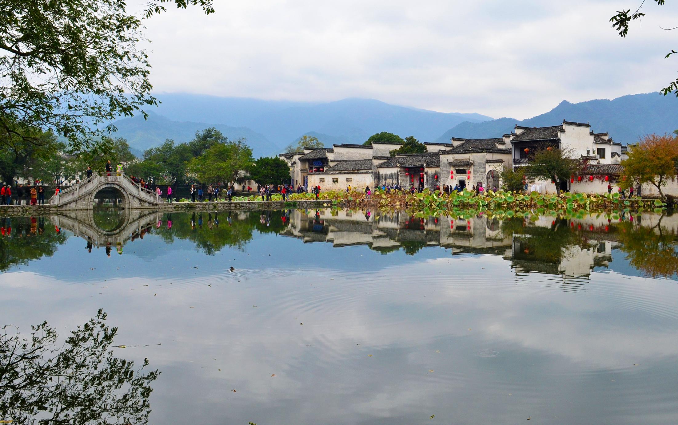 South_Lake_of_Hongcun_20141110