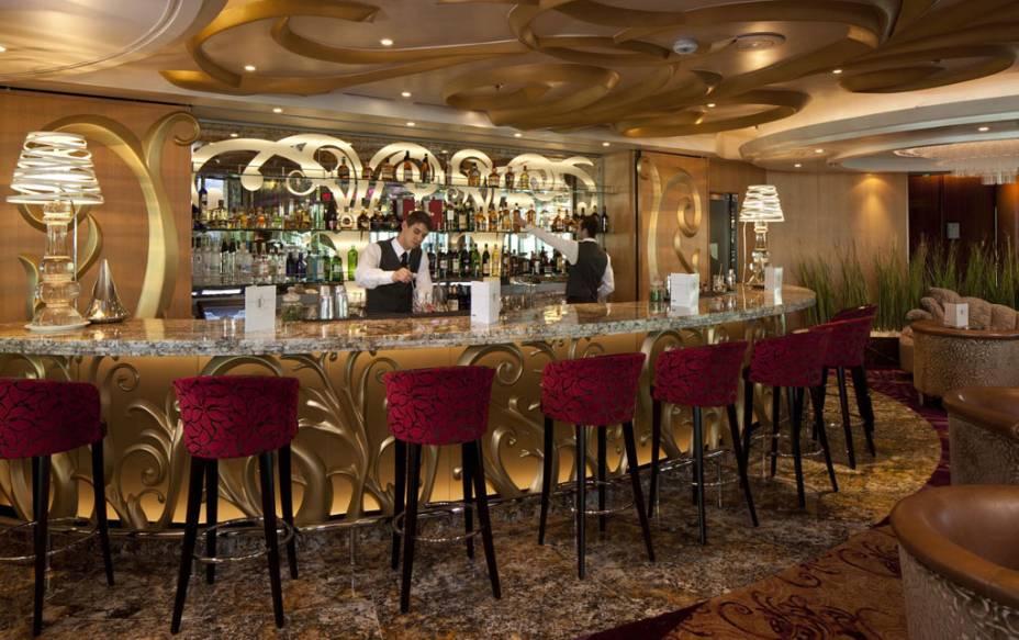 Bar do navio de cruzeiros Splendour of the Seas, da companhia Royal Caribbean International.