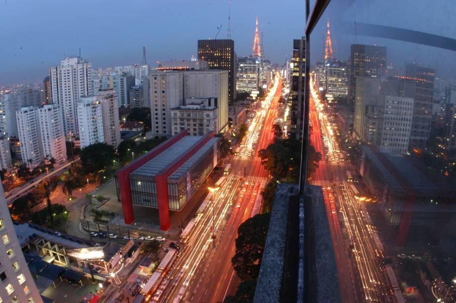 """<strong>1. <a href=""""http://viajeaqui.abril.com.br/estabelecimentos/br-sp-sao-paulo-atracao-museu-de-arte-de-sao-paulo-masp"""" rel=""""Museu de Arte de São Paulo/Masp"""" target=""""_blank"""">Museu de Arte de São Paulo/Masp</a></strong>            O edifício tem 74 metros de extensão e é sustentado apenas por quatro colunas – o famoso vão livre. A arquitetura inusitada tem uma explicação: quando a arquiteta Lina Bo Bardi projetou o prédio do Masp, quis manter a vista para o Centro e para a Serra da Cantareira, a partir de quem estivesse na Avenida Paulista.            <a href=""""http://viajeaqui.abril.com.br/estabelecimentos/br-sp-sao-paulo-atracao-museu-de-arte-de-sao-paulo-masp/mapa"""" rel=""""Veja o mapa"""" target=""""_blank"""">Veja o mapa</a>"""