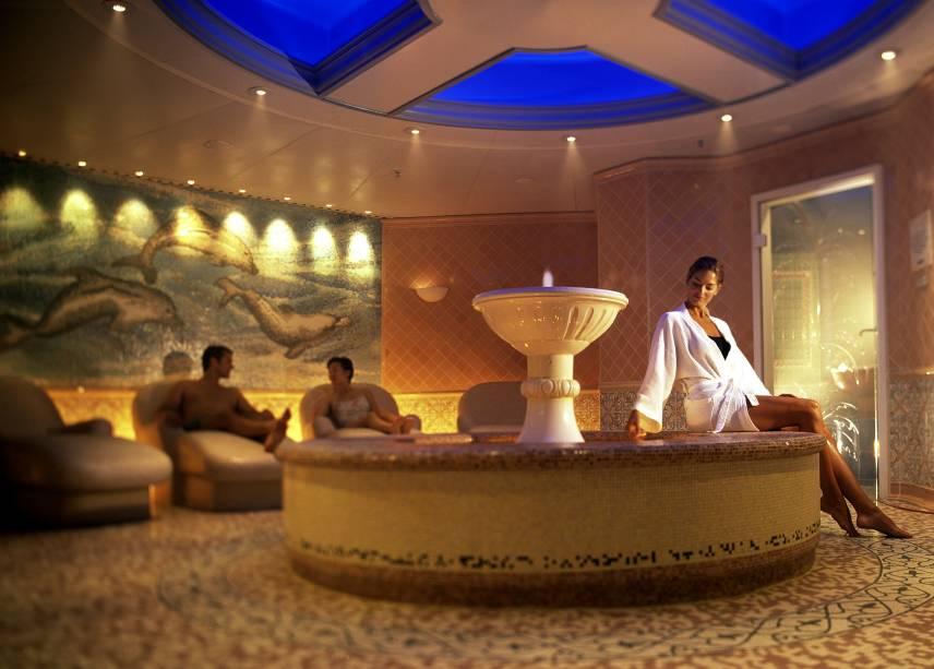 O spa do navio tem uma equipe de massagistas da Ilha de Bali e decoração oriental