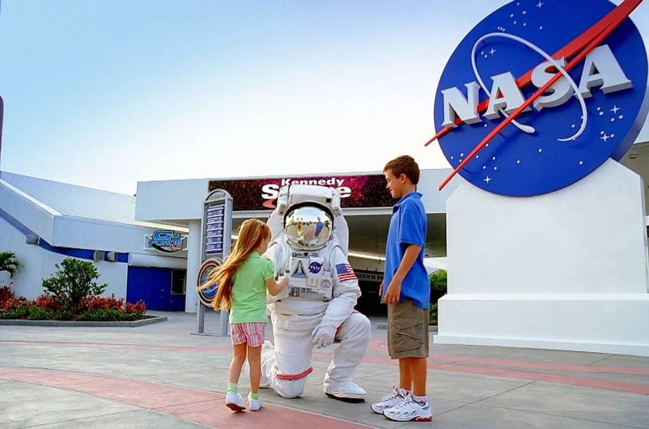 Astronauta recebe visitantes noKennedy Space Center