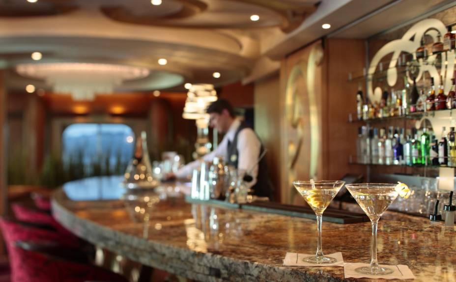 Bar oferece diferentes tipos de drinques