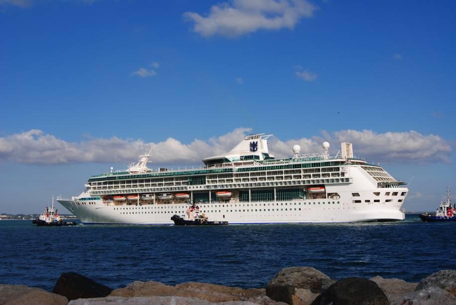 São 69.130 toneladas e capacidade para 2.074 hóspedes em alto mar